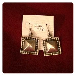 Very Stylish Square Pewter Earrings-wear am or pm